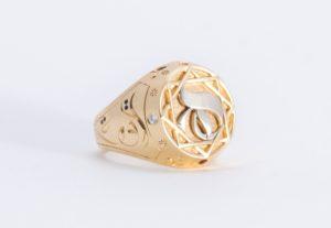 Joya de anillo - Diseño de Hicham Chajai con caligrafía árabe