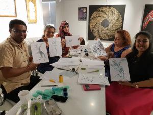 Dubaï - AtDubai - Taller de caligrafía árabe por Hicham Chajaielier de calligraphie arabe par Hicham Chajai