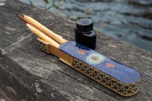 Bolígrafo caligráfico y tintero